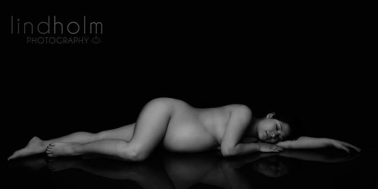 gravidfotografering i studion i stockholm. gravidfoto tullinge, gravidfoto huddinge, fineart maternity photography