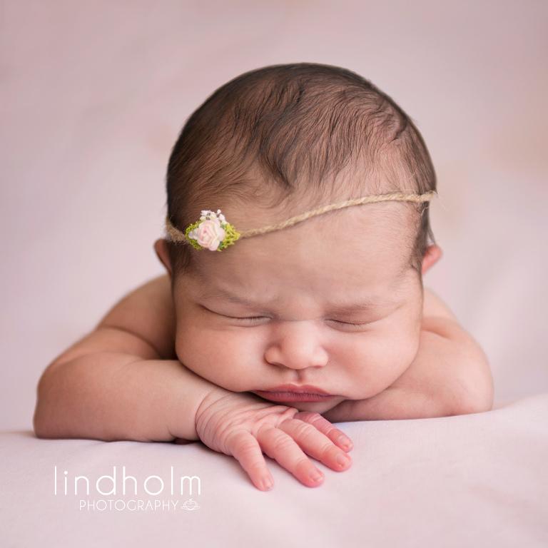 Nyföddfotografering i stockholm, babyfoto i studio, nyföddfoto, babyfoto, barnfotografering, barnfoto, fotograf stockholm