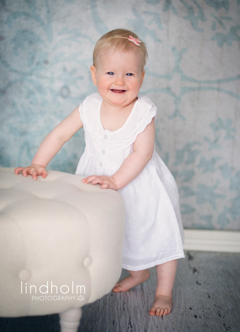 1 års fotografering i studio tullinge huddinge, syskonfotografering i studio, barnfotografering, barnfoto, fotograf stockholm