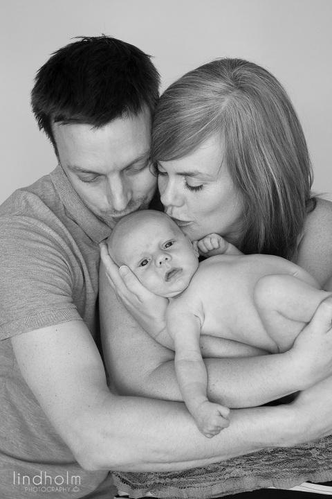 nyföddfotografering i studio tullinge stockholm,  nyföddfoto, barnfoto, fotograf stockholm