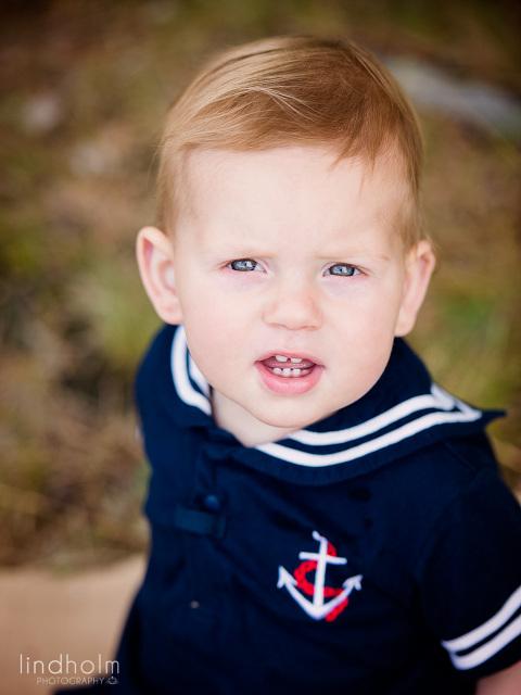 utomhusfotografering med en 1 åring, barnfotografering utomhus, barnfoto, fotograf stockholm