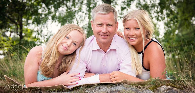 familjefoto med tonåringar,  barnfotografering utomhus, barnfoto, fotograf stockholm