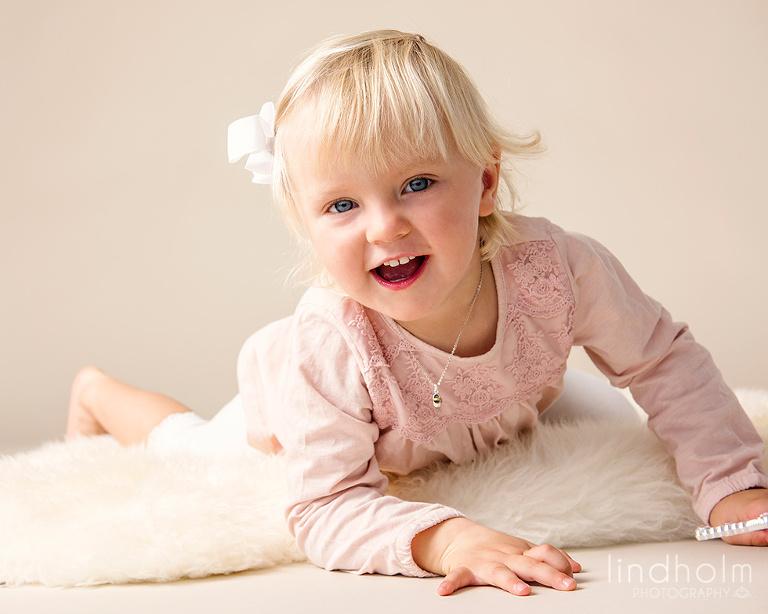 barnfotografering i studio, stockholm, tullinge, lindholm photography