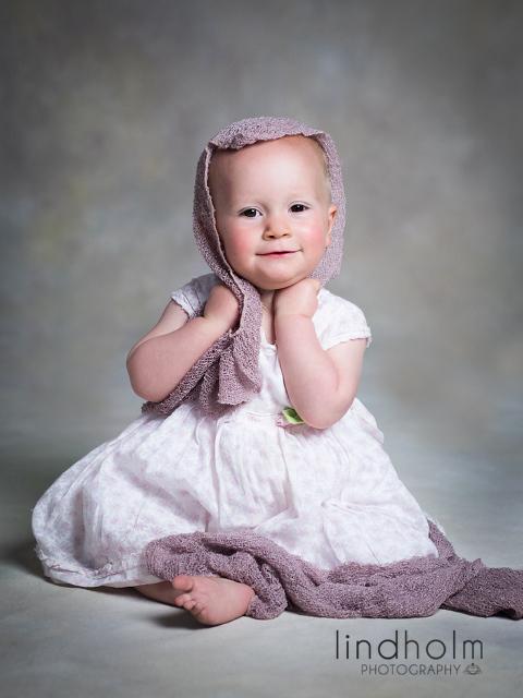 1-års fotografering, babyfoto, babyforografering in studion i tullinge stockholm av prsbelönt fotograf Terri Lindholm