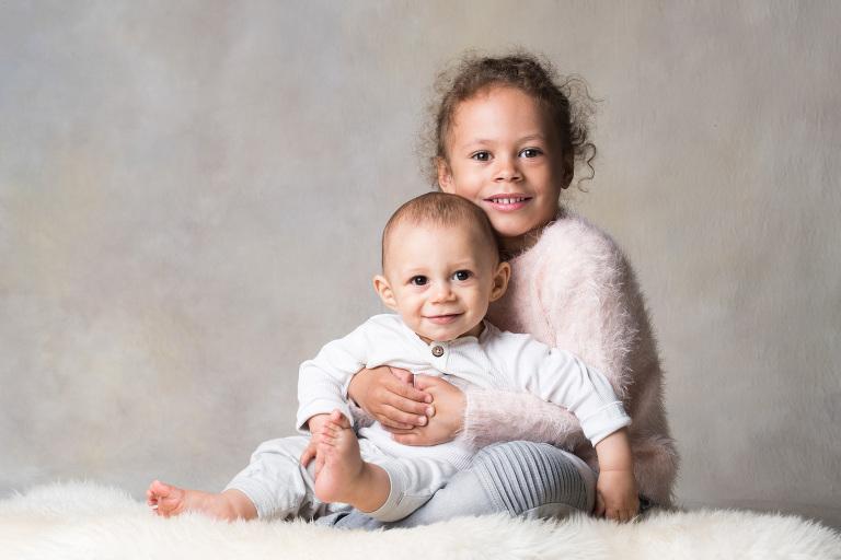 syskonfoto, 1-årsfotografering, familjefotografering stockholm, barnfoto, barnfotografering stockholm, babyfoto, bebisfotografering, barnfotograf, fotograf stockholm, fotograf tullinge, terri lindholm, lindholm photography