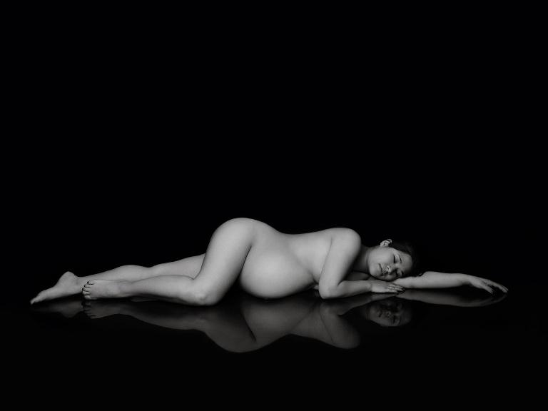 naken gravdfotografering i studio