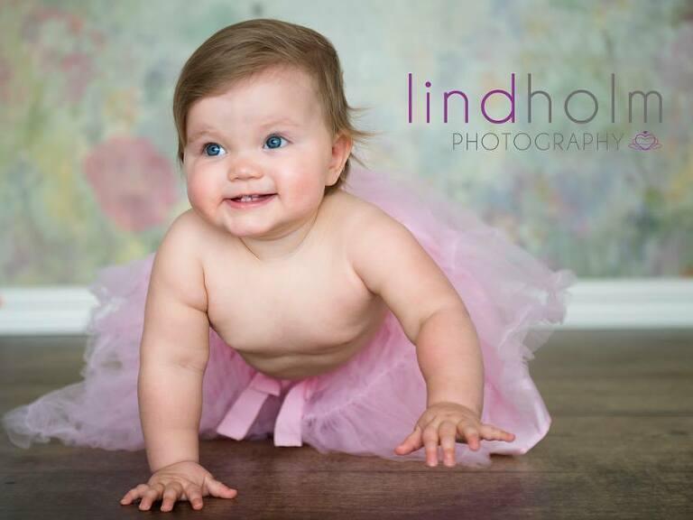 bebisfoto i studio, barnfotograf stockholm, tullinge, huddinge, dagsljus barnfoto