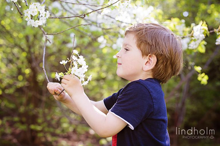 barnfoto utomhus, vårbild på barn
