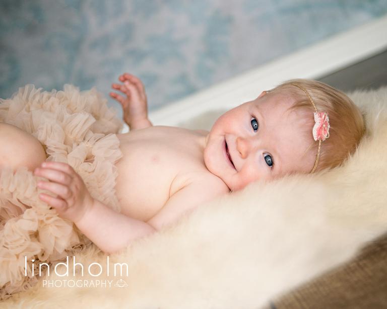 baby fotograf med studio i tullinge stockholm, syskonfotografering i studio, barnfotografering, barnfoto, fotograf stockholm