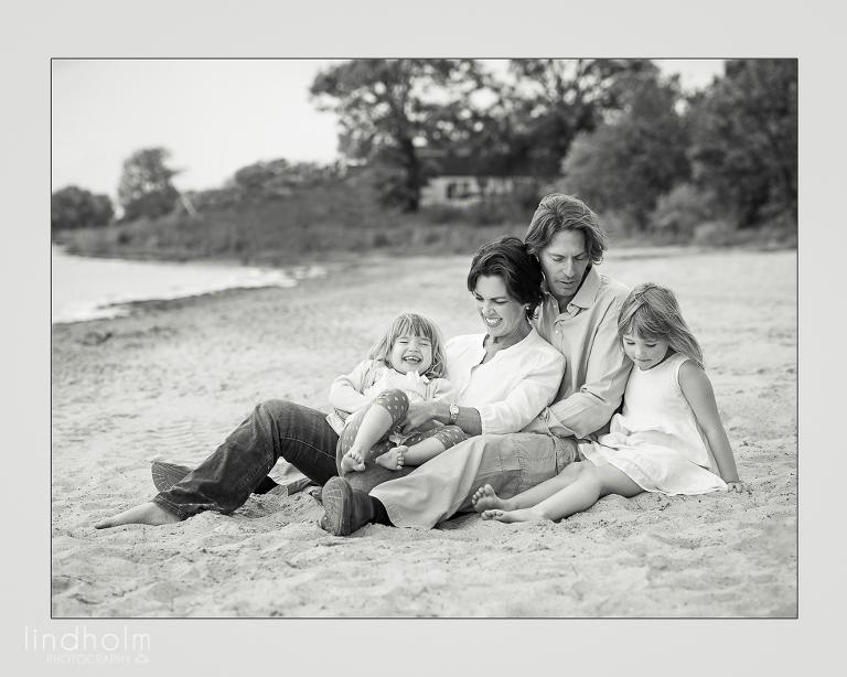 familjefotografering på stranden, syskonfotografering i studio, barnfotografering, familjefoto, barnfoto, fotograf stockholm