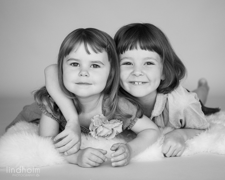 syskonfotografering i studio, barnfotografering, barnfoto, fotograf stockholm