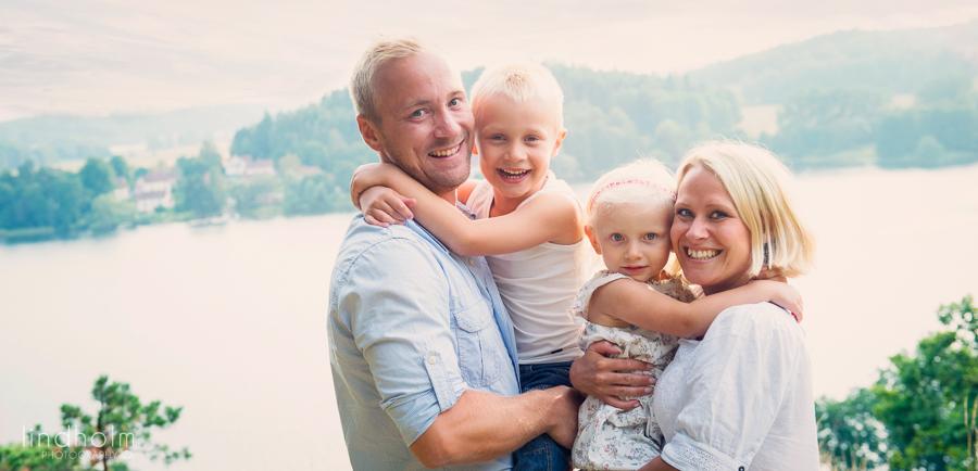 utomhus sensommar barn och familjefotografing, tullinge, stockholm