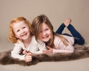 systrar, sisterfoto, barnfotografering stockholm, tullinge huddinge, lindholm photography