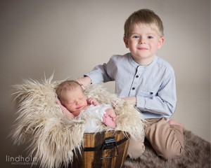 syskonfotografering och nyföddfoto, stockholm, lindholm photography,