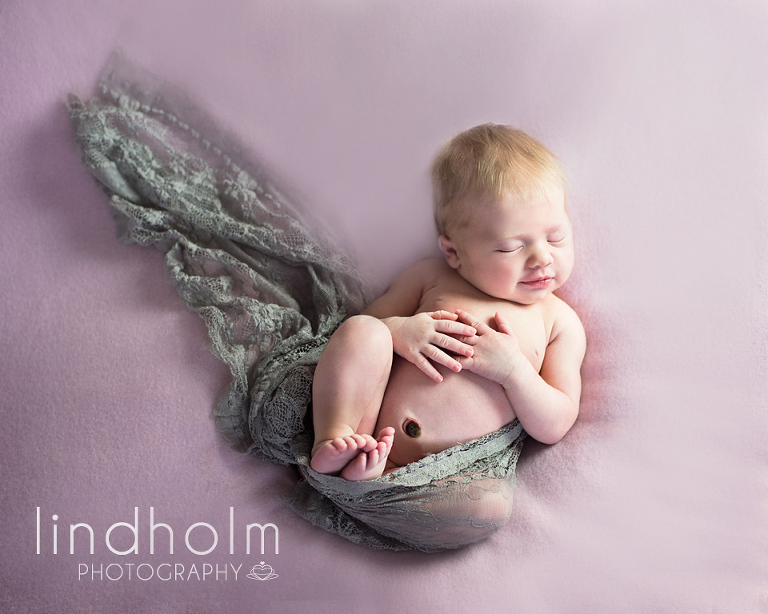 nyföddfotograf i tullinge, nyföddfotografering i tullinge, mellan huddinge och tumba.